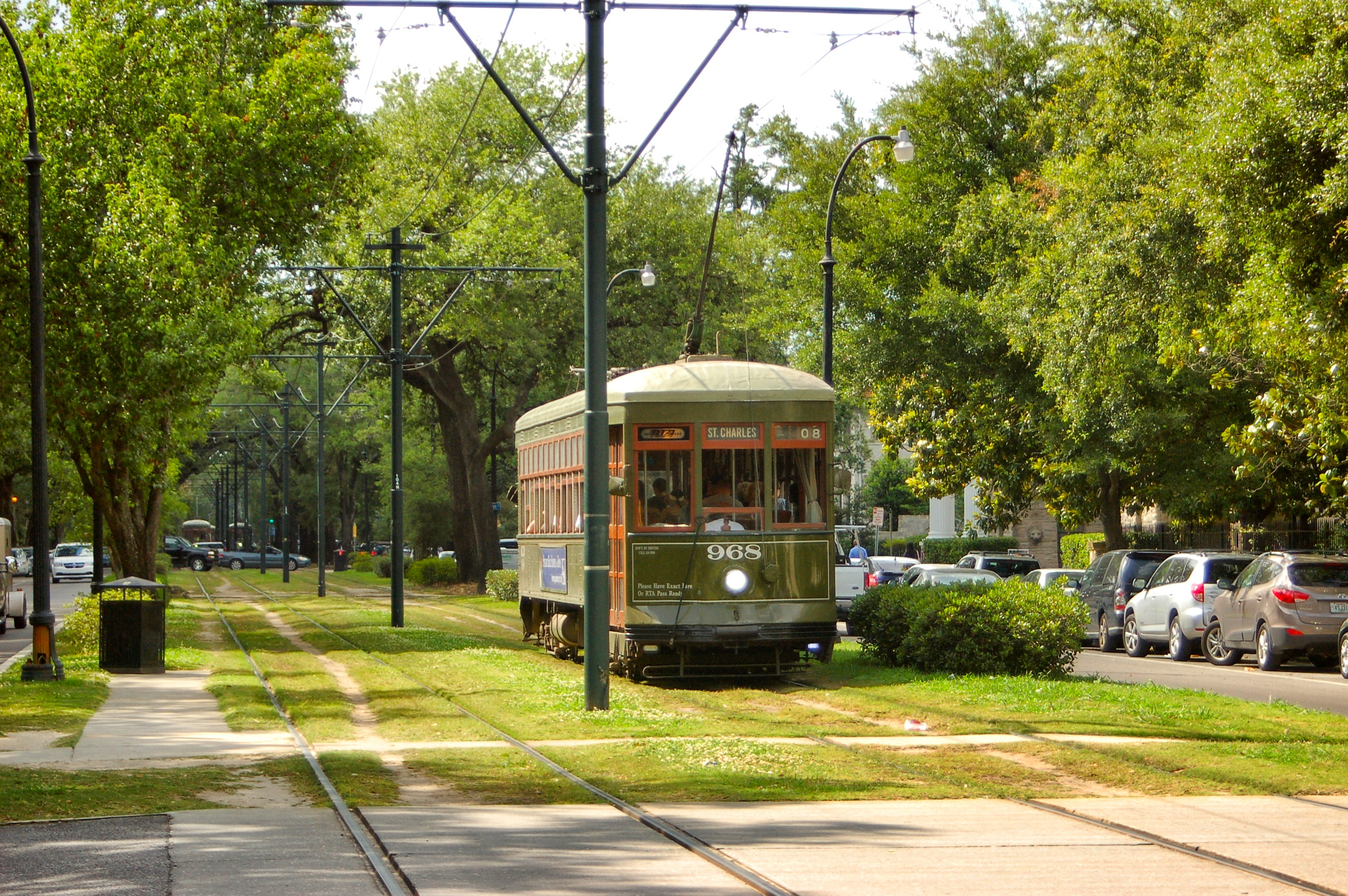 Take A Streetcar To The Garden District New Orleans Easy Travel Guide